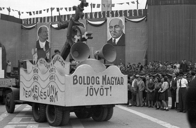 1200px-Boldog_magyar_jövő_fortepan_78852