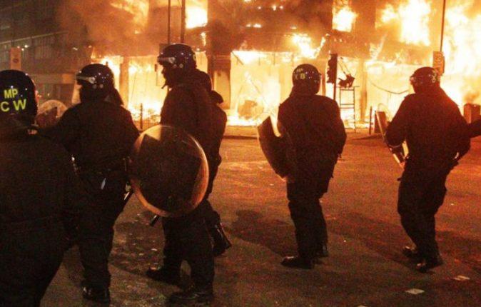 riot_police_w3nsjy